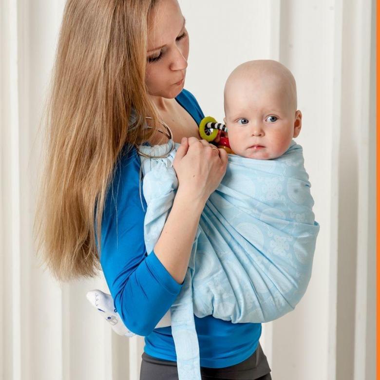 Как сшить слинг своими руками (шарф, май, с кольцами и др) для новорождённых и старше (с видео)