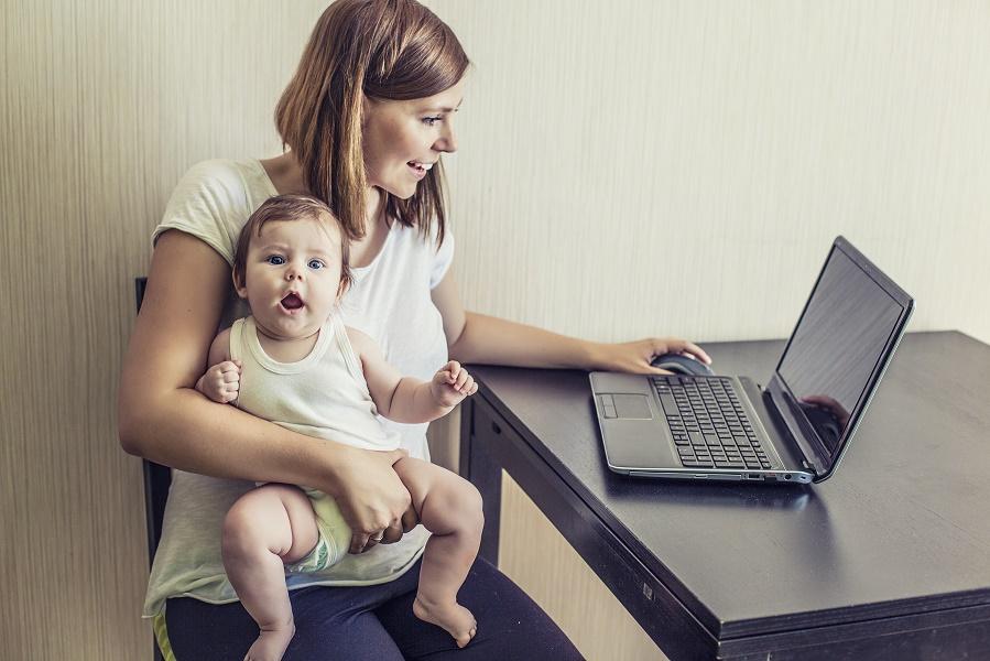 Улыбаемся и пашем: открытое письмо всем мамам, которые работают в декрете