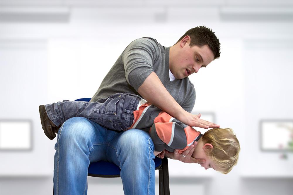 Что делать, если ребенок подавился | первая помощь