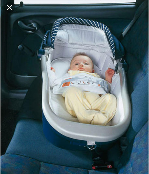 Как правильно перевозить новорожденного в автомобиле