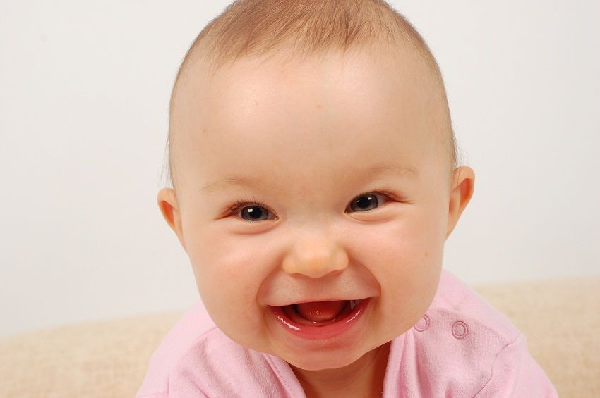 Развитие детей до года: когда ребенок начнет смеяться
