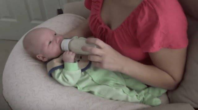 Нужно ли будить новорожденного для кормления