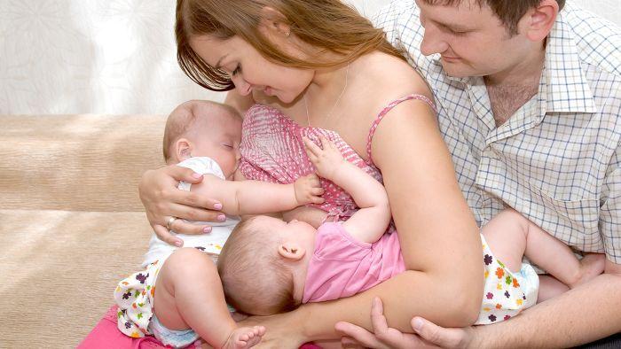 Как купать новорожденного ребенка - сначала купать или кормить?