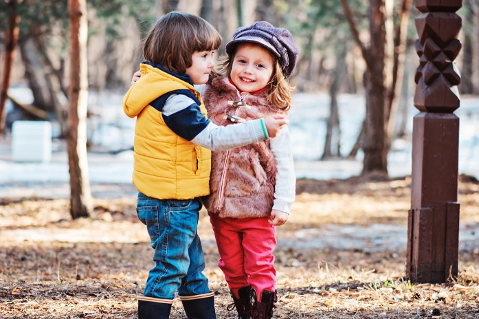 Как превратить прогулку с ребенком в развивающее занятие: 15 идей для мам