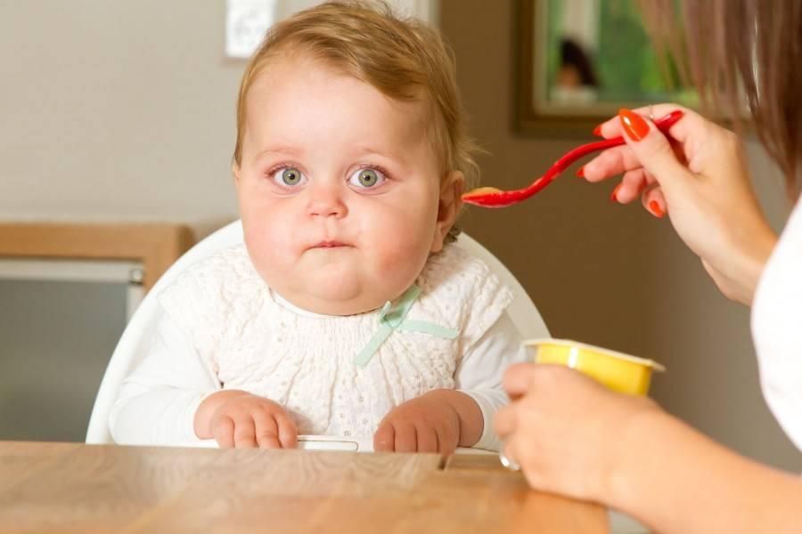 Грудной ребенок плохо ест – причины и что делать