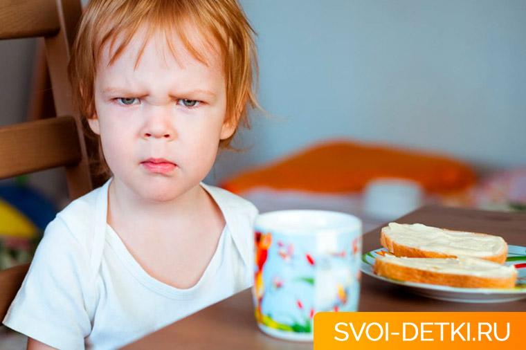Почему ребенок мало ест: как исправить ситуацию