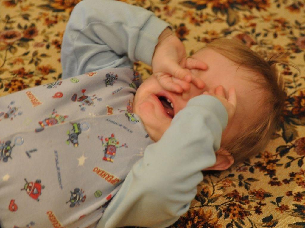 Почему новорожденный плохо спит, способы решения проблемы
