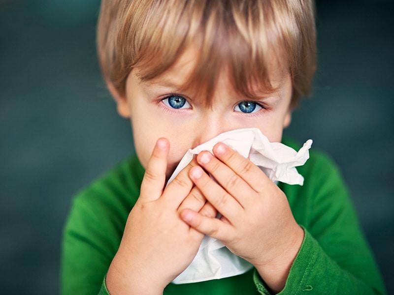 Аллергенный насморк у ребенка