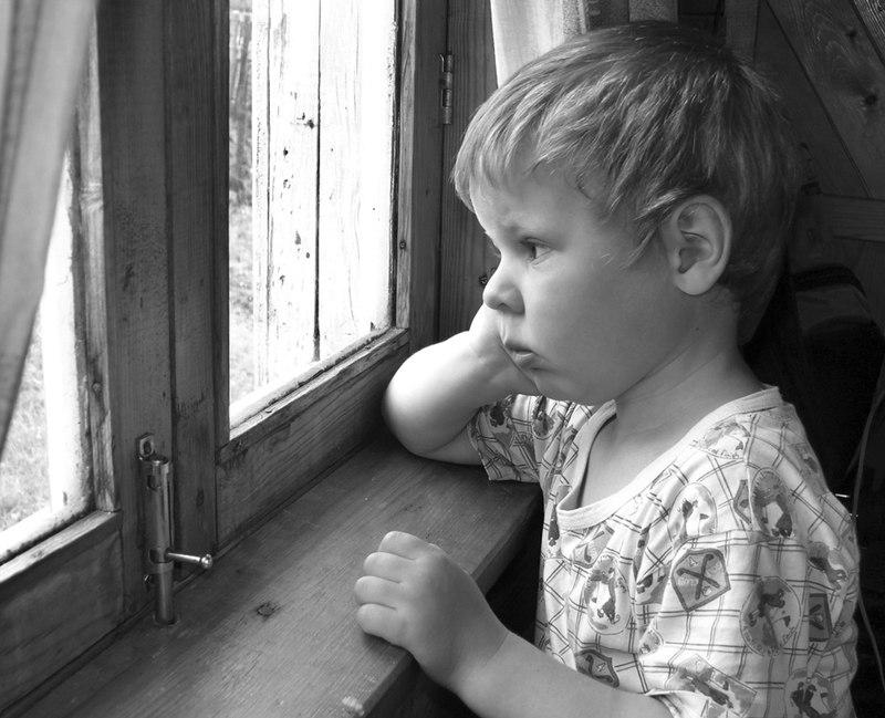 Последствия детства без родительской любви (и как с этим справиться)