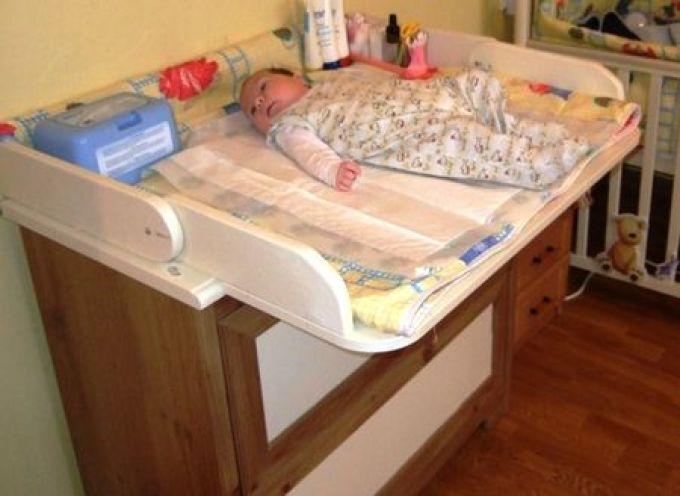 Как выбрать пеленальный столик для новорожденного