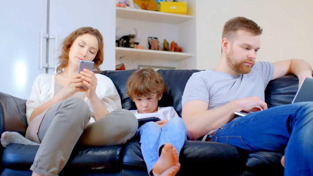 8 вещей, которые нельзя делать при ребёнке