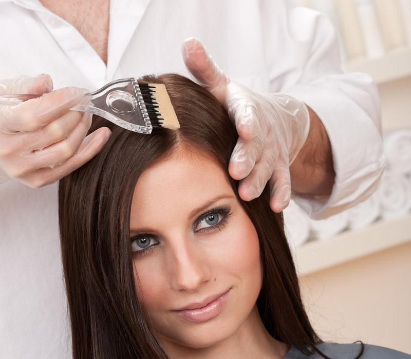 Можно ли красить волосы кормящей маме?