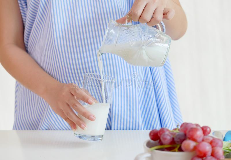 Молоко при беременности: 'за' или 'против'? можно ли беременным молоко?