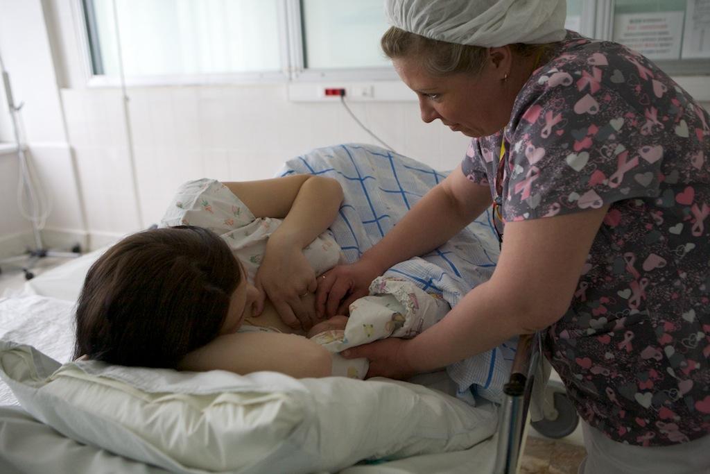 Грудное вскармливание, раннее прикладывание новорождённого к груди. - alexmed.info