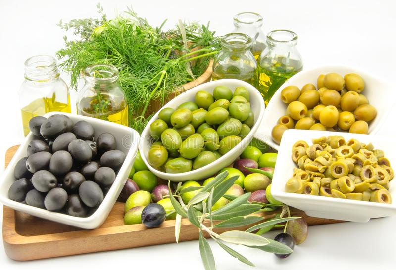 Оливки и маслины во время беременности: полезные и вредные свойства продукта для организма