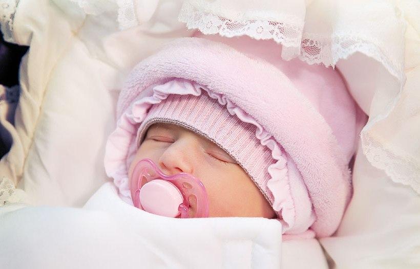 Когда можно гулять с новорожденным после роддома: полезные советы для родителей
