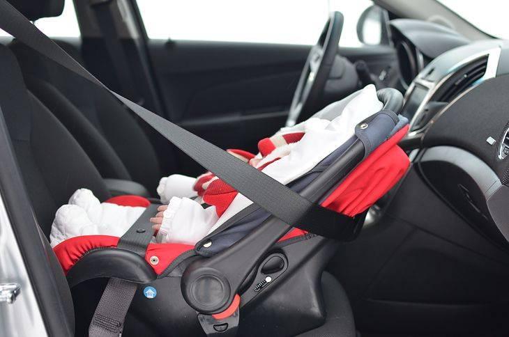 Особенности безопасной перевозки новорожденных в автомобиле