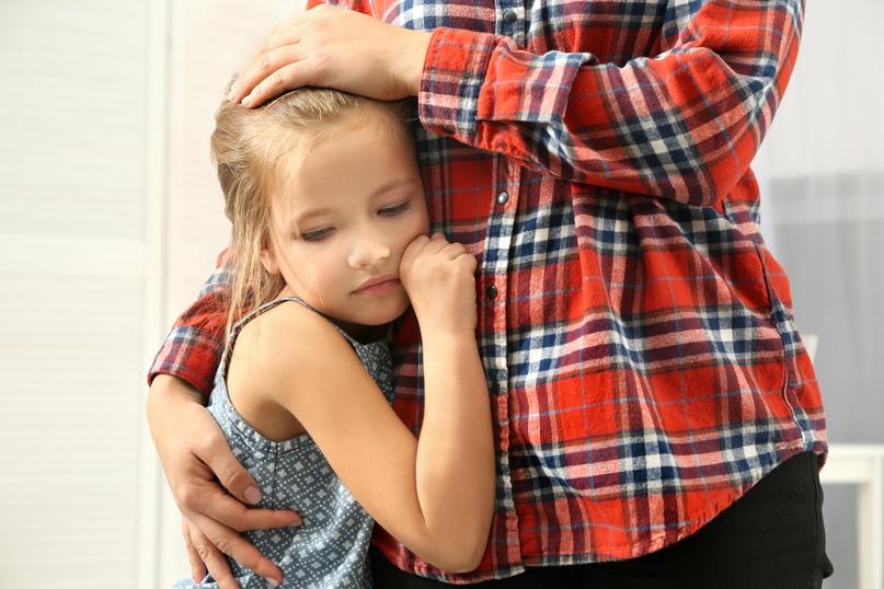 Застенчивый ребенок в семье: особенности его поведения и воспитания