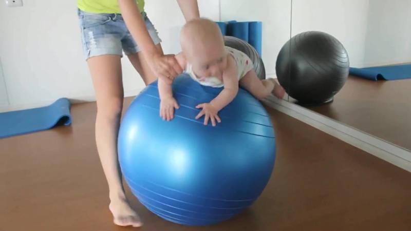 Упражнения на фитболе для грудничков, занятия на мяче (с видео)