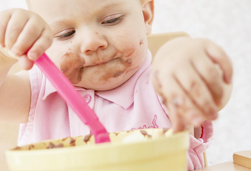 Ребенок 2,5 кушает только при просмотре мультика - questionsmoms.ru