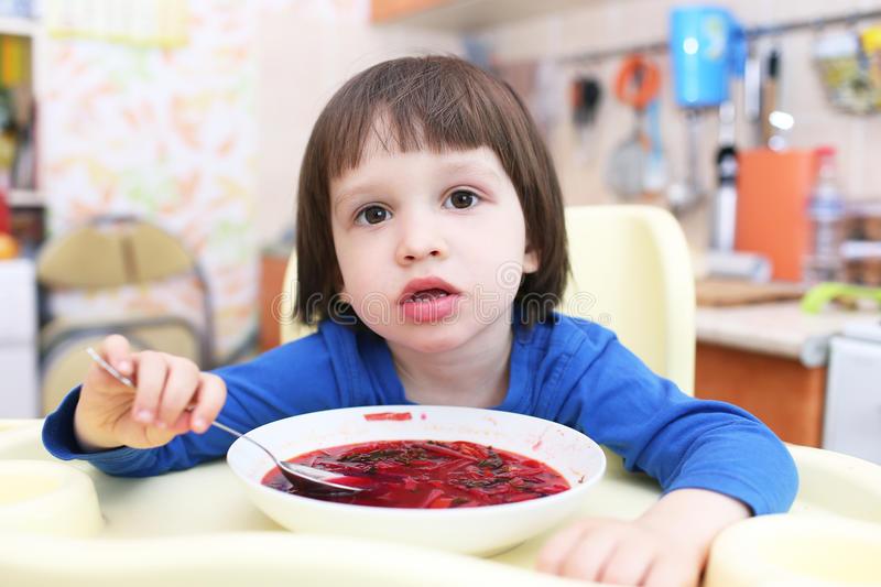 Ребенок не ест суп: что делать