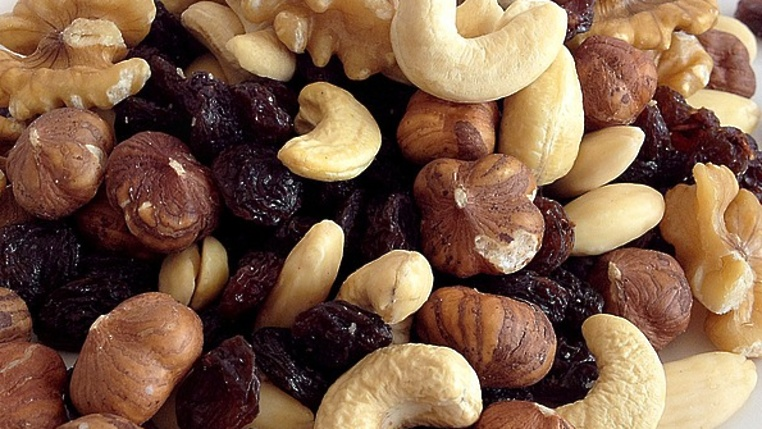 Компот из сухофруктов при грудном вскармливании: можно ли пить, рецепт приготовления