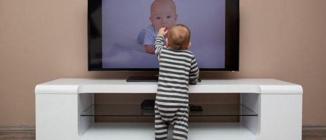 Как выбрать телевизор в детскую?