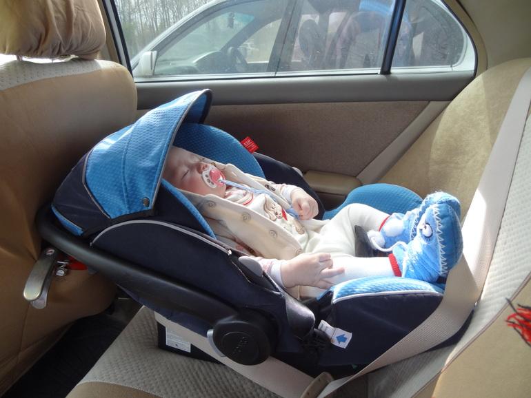 Как перевозить новорожденного в машине из роддома, везти младенца на такси