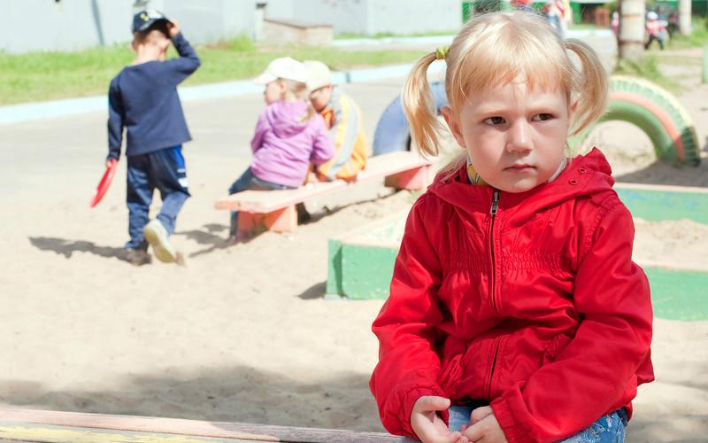 Почему плачет ребенок когда приходит в детский сад?