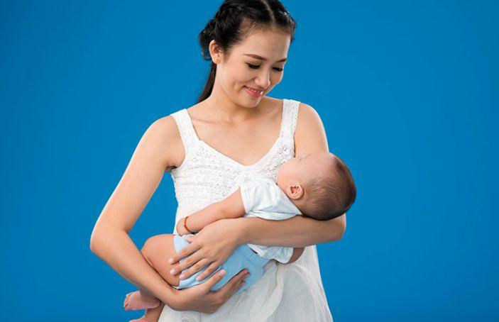Мамочка, на ручки! носим ребенка правильно. как носить младенца на руках правильно?