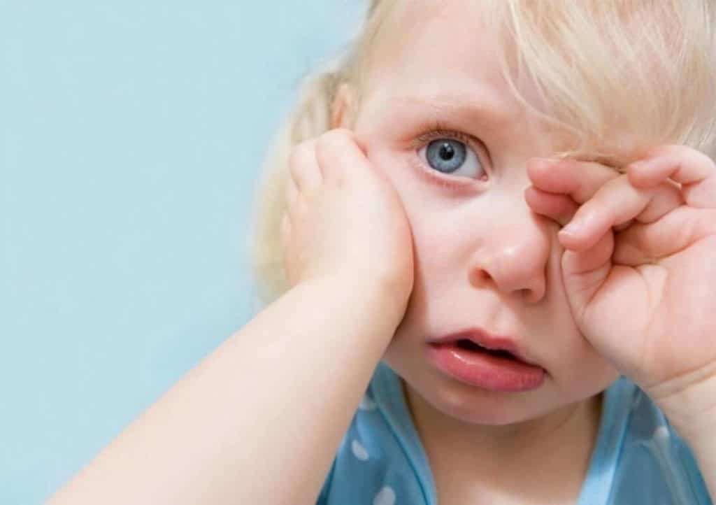 Ребенок постоянно ноет: почему и что делать с нытьем?
