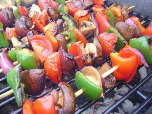 Можно ли при грудном вскармливании шашлык из свинины, а также другие блюда из этого мяса: особенности употребления для кормящей мамы
