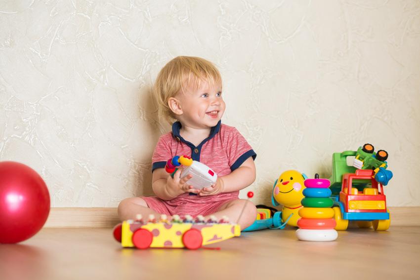 Что подарить мальчику на 1 годик: идеи и рекомендации