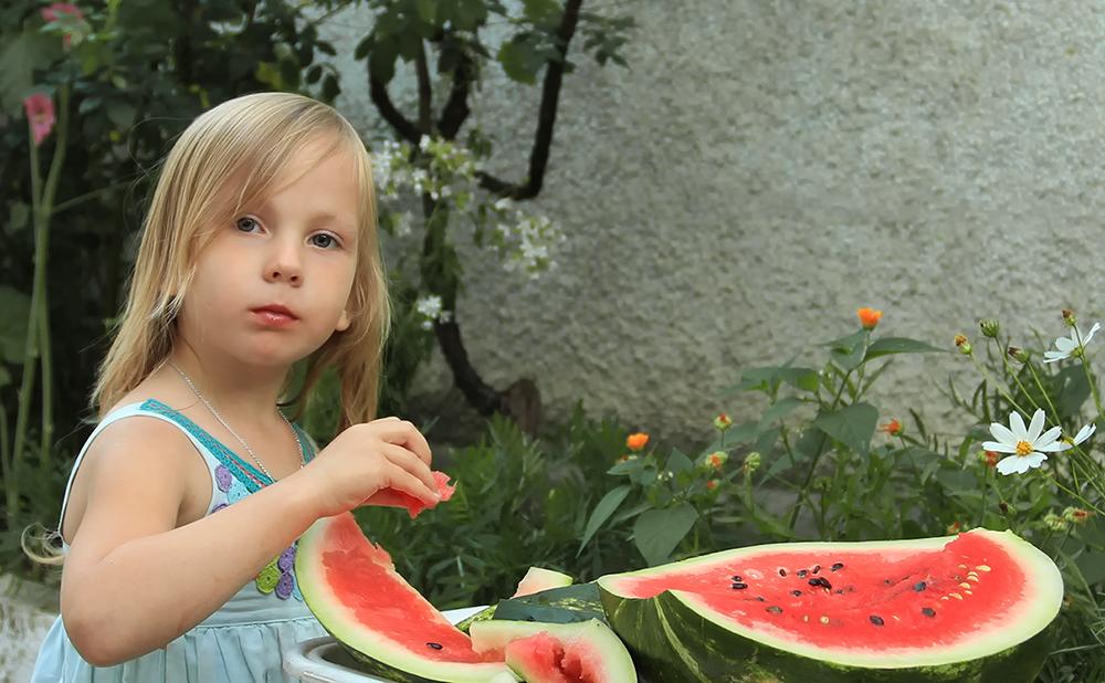 С какого возраста давать арбуз детям