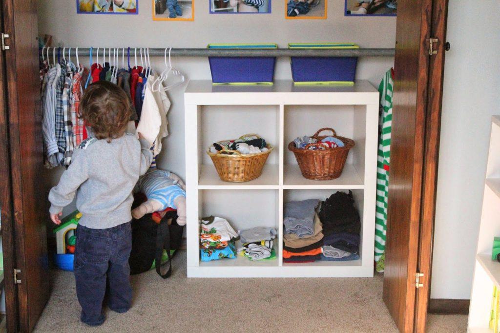 Ребенок подрос: куда девать ненужную детскую одежду?