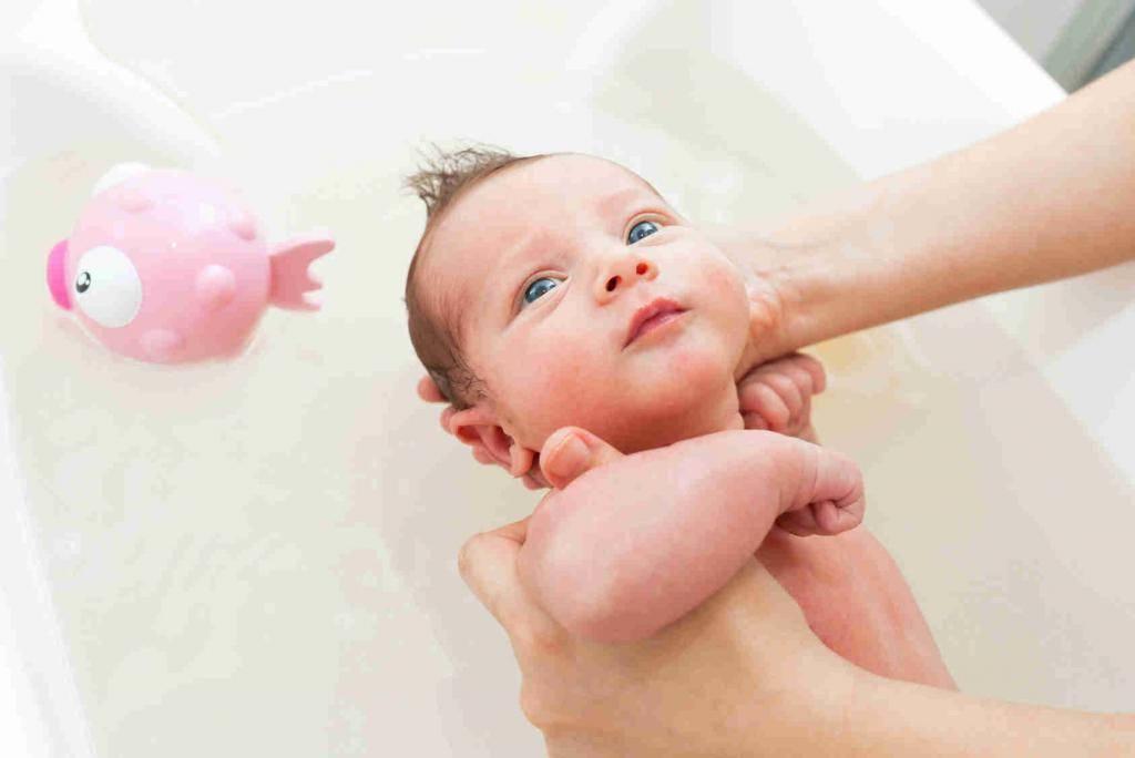Как правильно купать ребенка до 1 года