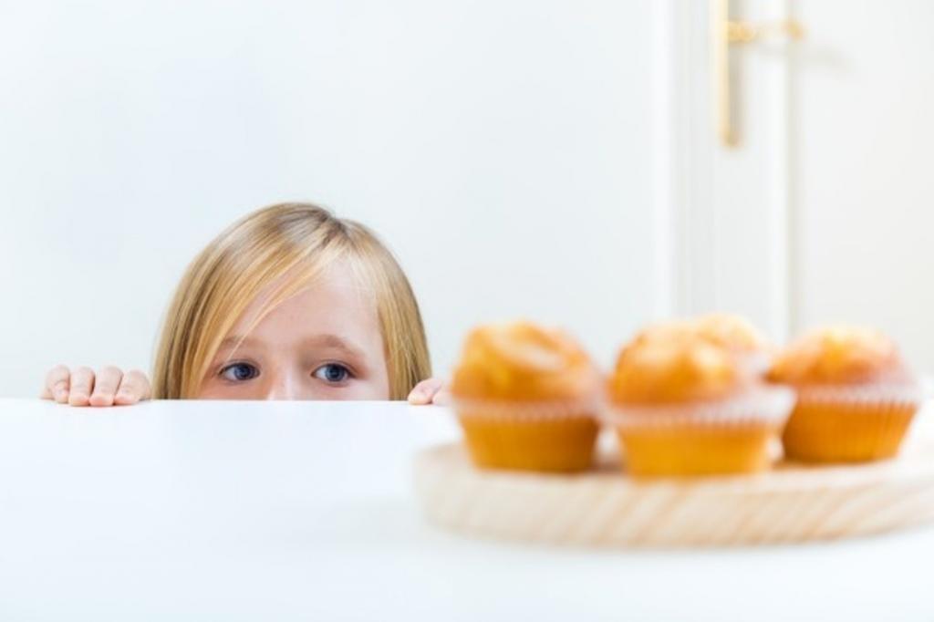 Когда детям можно давать конфеты: когда детям можно начинать давать сладкое – с какого возраста давать конфеты, польза и вред