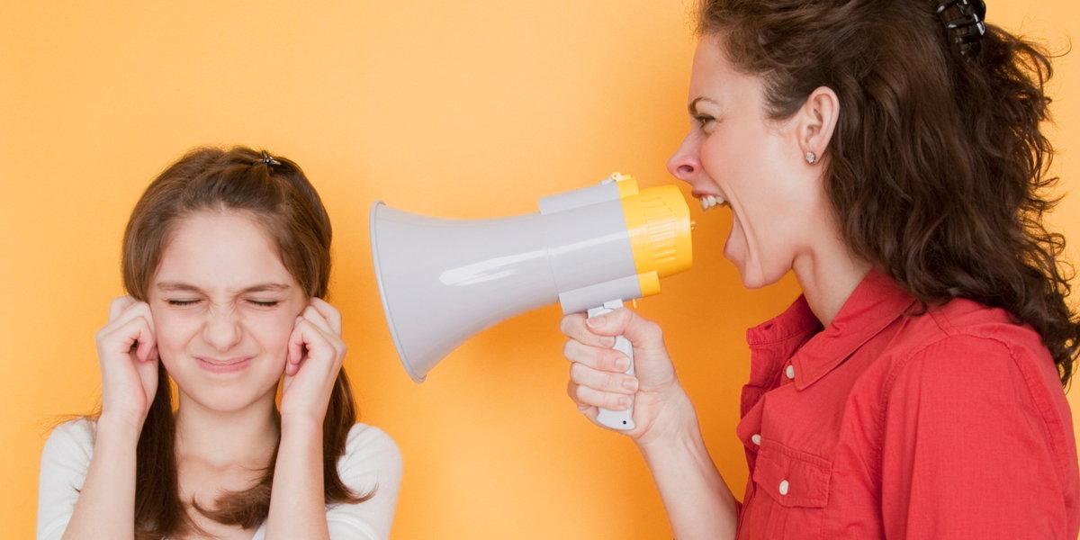 Родители-абьюзеры: признаки родительского абьюза