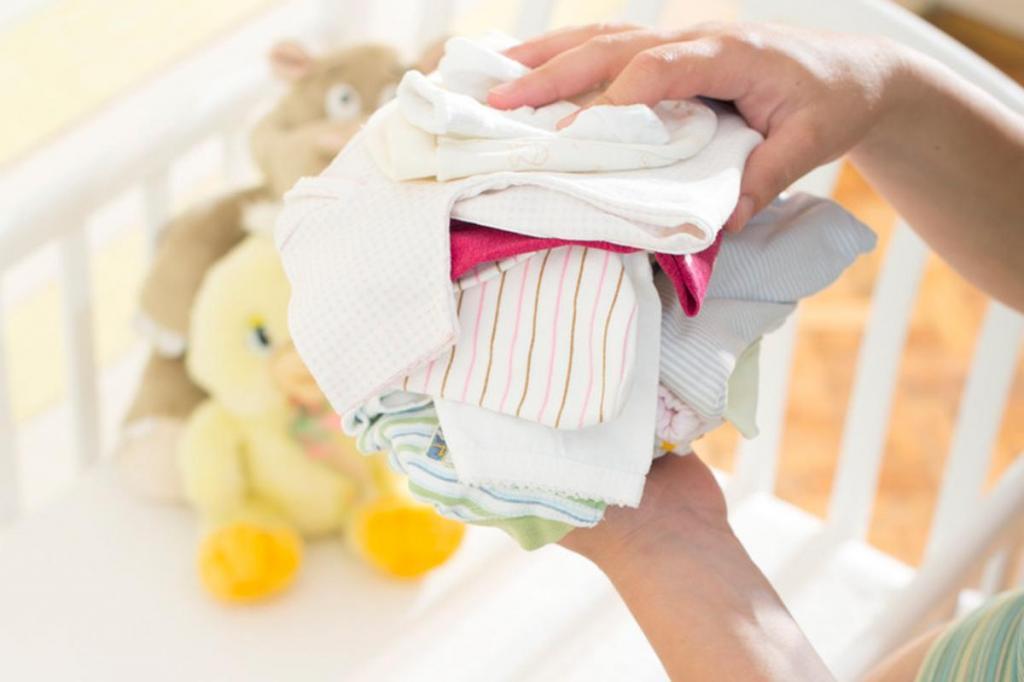 Чем стирать детские вещи для новорожденных – обзор средств, правила стирки