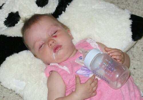 Новорожденный срыгнул с кровью
