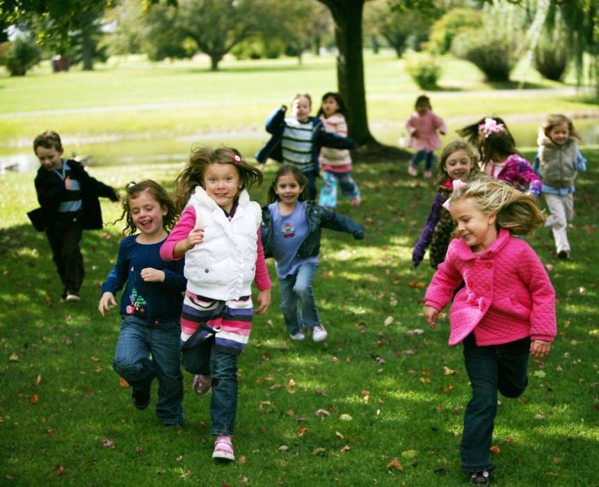 Как правильно одеть ребенка на прогулку. 3 вопроса педиатру