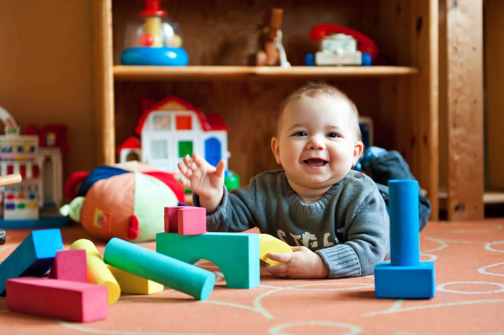 15 простых способов занять ребёнка дома