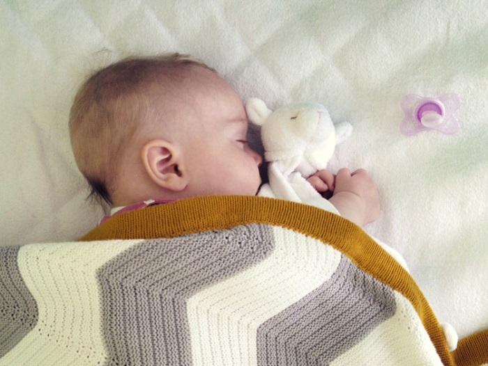 Причины, почему новорожденный не спит
