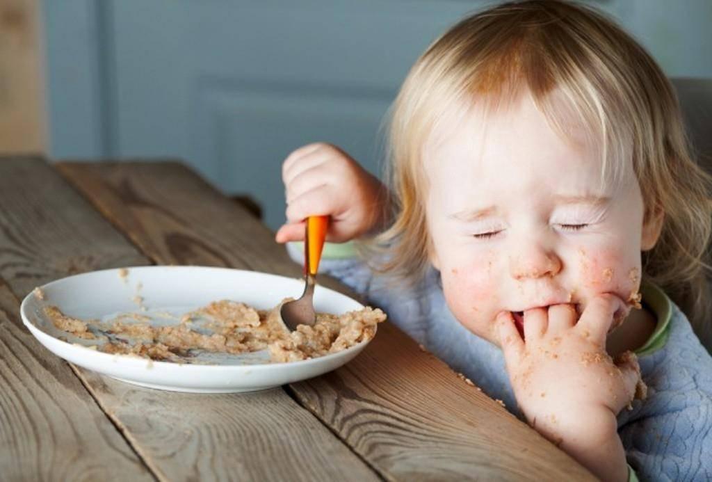Как правильно вводить прикорм: формируем пищевые привычки без мультиков
