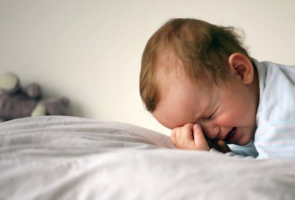 Ребенок спит только на руках, а положишь просыпается – проблема или нет