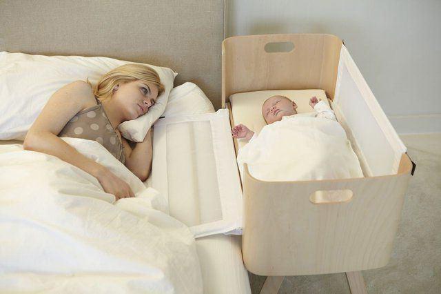Как уложить маленького ребенка спать на ночь?