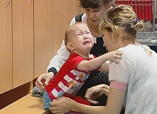 Почему малыш всегда плачит по приходу в детсад | салид