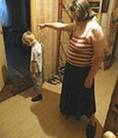 Что делать, если родители бьют, избиение ребёнка родителя, куда жаловаться