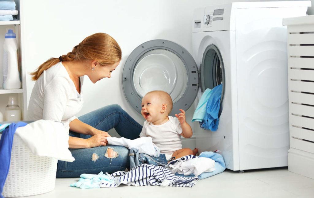 Как и чем стирать вещи для новорожденного ребенка