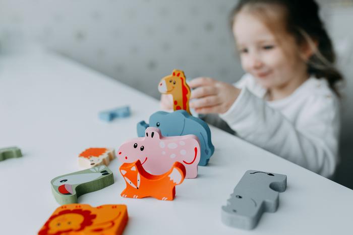 Шпаргалка для родителей: что делать, если ребёнок дружит с фантомом. у ребенка воображаемый друг – это норма или нет?